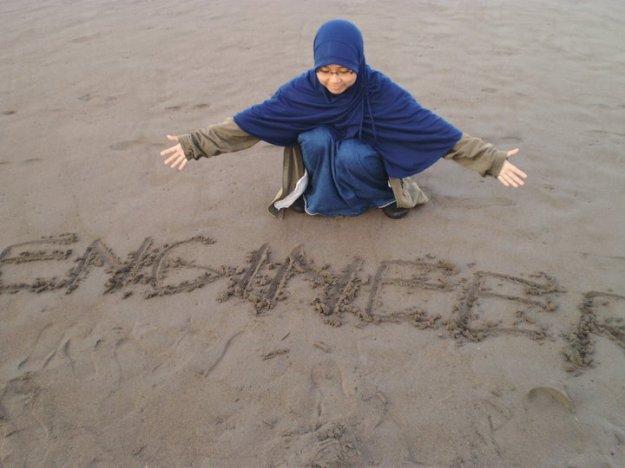 woman-muslim-engineer-hijaber